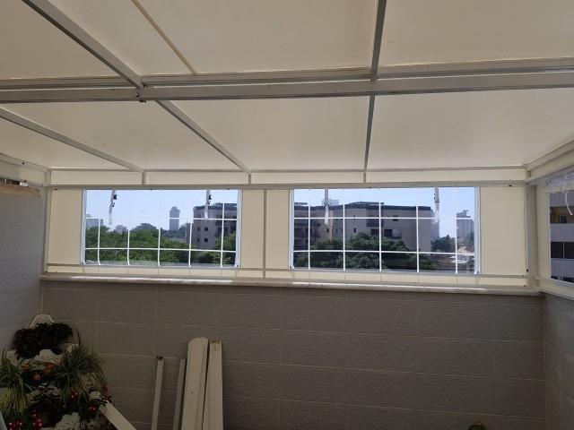 קבוע עליון עם חלונות סביב נתניה