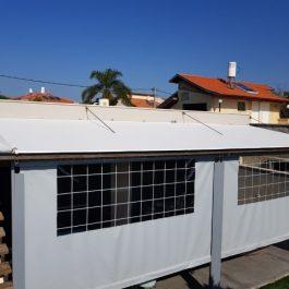 סגירת פרגולה עם גג שמשונית